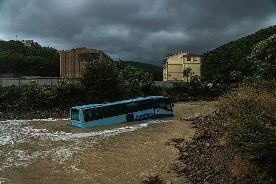Селевой поток смыл автобус