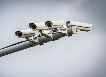 Неизвестные уничтожают видеокамеры и рамки «Платона» по всей стране