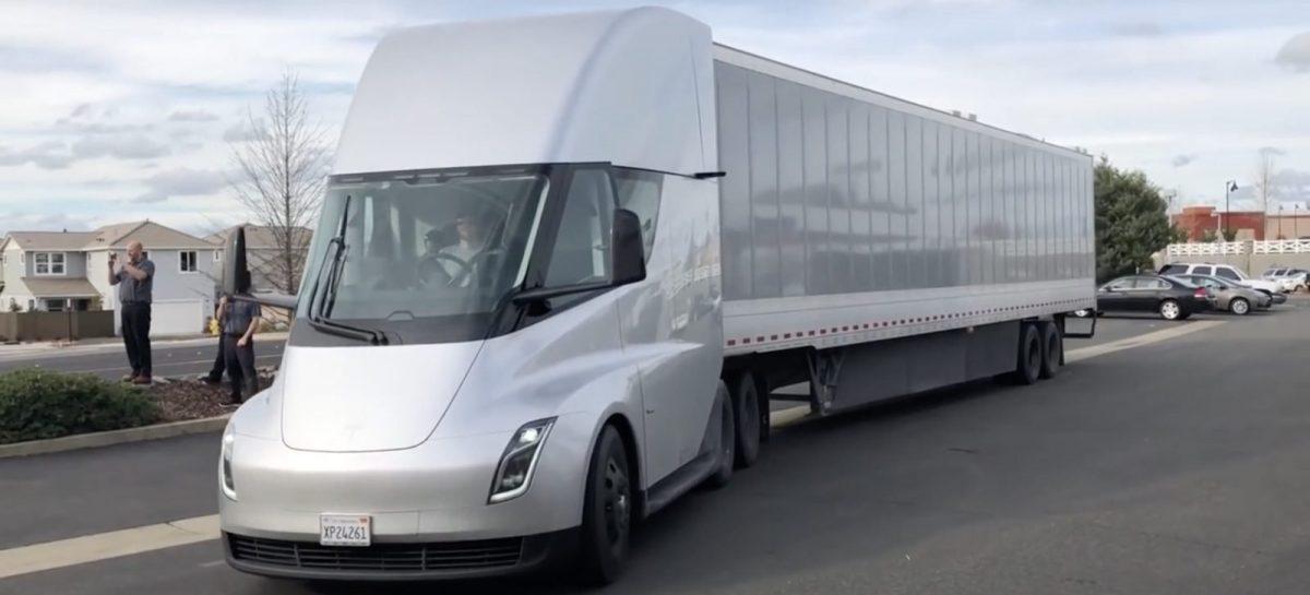 Новый электрогрузовик Tesla Semi заметили на тестах в США