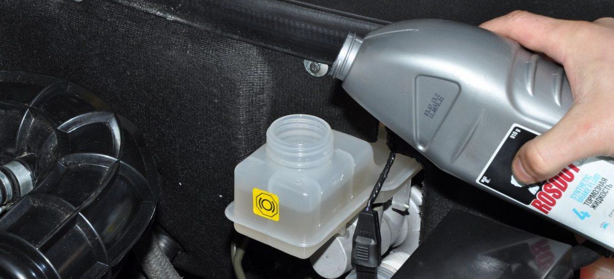 Как понять, что тормозную жидкость пора менять?