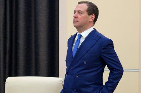 Медведев угрожает нефтяникам