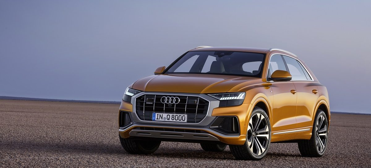 На международном автосалоне в Париже Audi представляет первый полностью электрический кроссовер марки – Audi e-tron и новое поколение компактного кроссовера Audi Q3