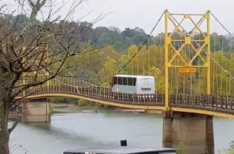 В Арканзасе водитель автобуса превысил нагрузку на мост вдвое
