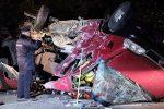 Самосвал лоб в лоб столкнулся с микроавтобусом — 12 человек погибли