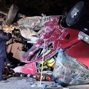 Самосвал лоб в лоб столкнулся с микроавтобусом - 12 человек погибли