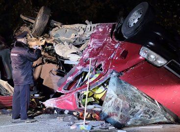 Самосвал лоб в лоб столкнулся с микроавтобусом – 12 человек погибли