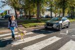 Jaguar I-PACE получил систему звукового оповещения для слабовидящих пешеходов