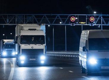По Крымскому мосту открыто движение грузовиков