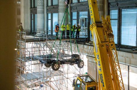 Land Rover Classic выставит уникальный Defender во флагманском универмаге Selfridges в Лондоне