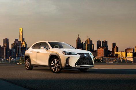 На Парижском автосалоне Lexus представил первый в истории бренда компактный кроссовер UX, который выйдет на российский рынок в январе 2019 года