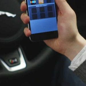 Jaguar Land Rover представляет пакет Smartphone Pack для смартфонов на базе Android и iOS
