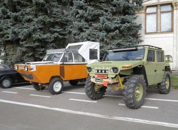 Как украинцы построили амфибию и внедорожник из УАЗа и Unimog