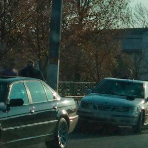 По дороге на свадьбу жених попрыгал на машине сотрудника полиции