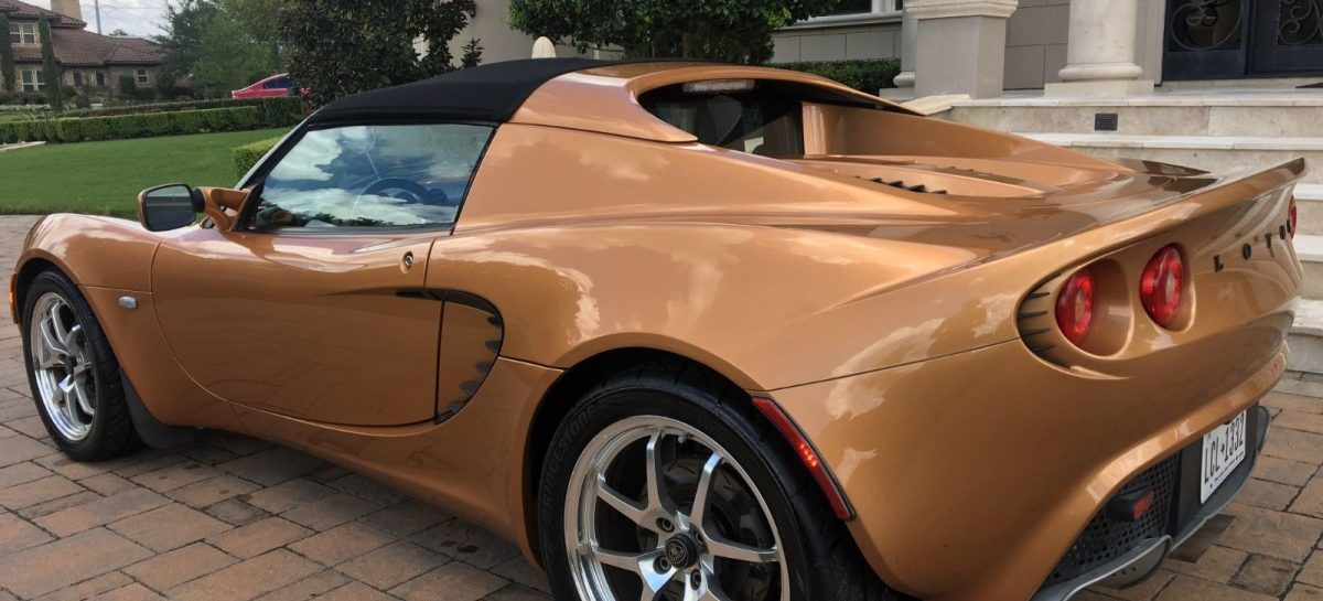 Lotus Elise списали в утиль из-за царапины на бампере