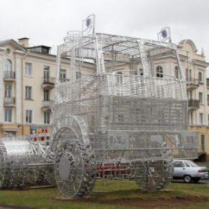 В Минске поставили светящуюся фигуру МАЗа