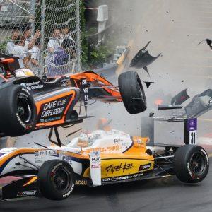 Болид Софии Флёрш взлетел на гонке в Макао