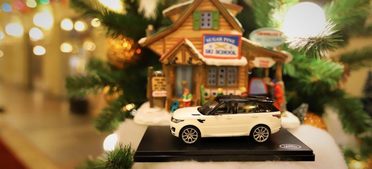 Новогодняя елка в ГУМе от Jaguar Land Rover