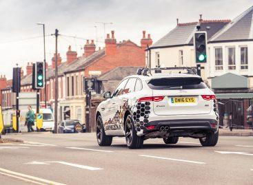 Jaguar Land Rover представляет систему GLOSA позволяющую автомобилям обмениваться данными со светофорами