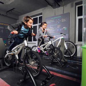 Проект BMW Group Россия Junior Campus открывает новый экспонат «Гоночный трек» в музее «Экспериментаниум»