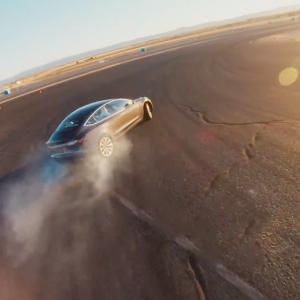 Tesla показала как в электрокарах работает трековый режим