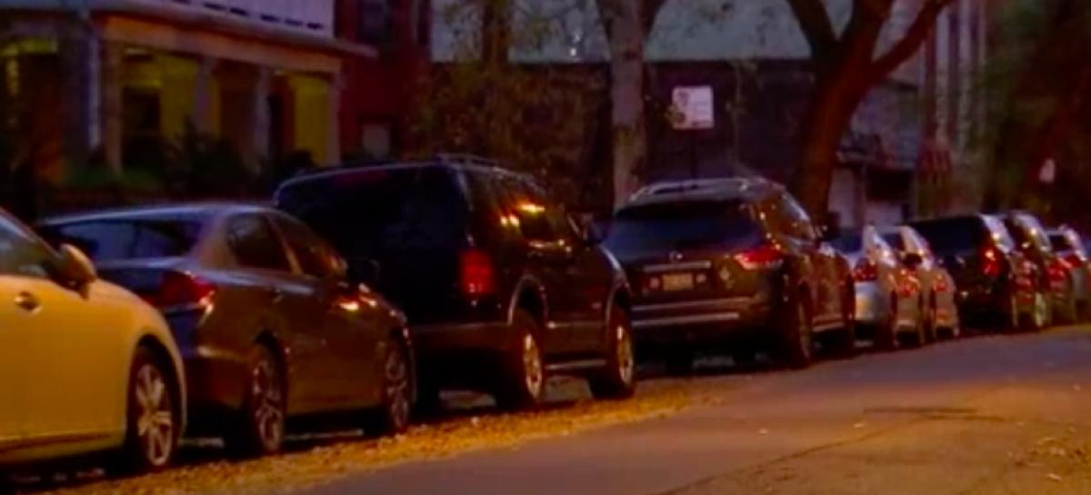 Один человек занял все парковки в одном из кварталов Чикаго