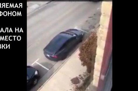 Владелец Tesla избегает штрафов за парковку благодаря функции удаленного управления