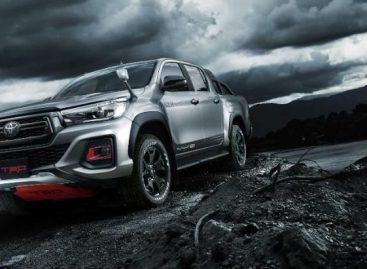 Показан специальный пикап Toyota Hilux Black Rally Edition