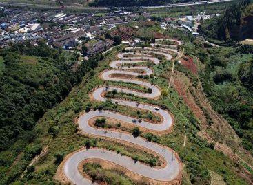 Сельская дорога с 68 поворотами