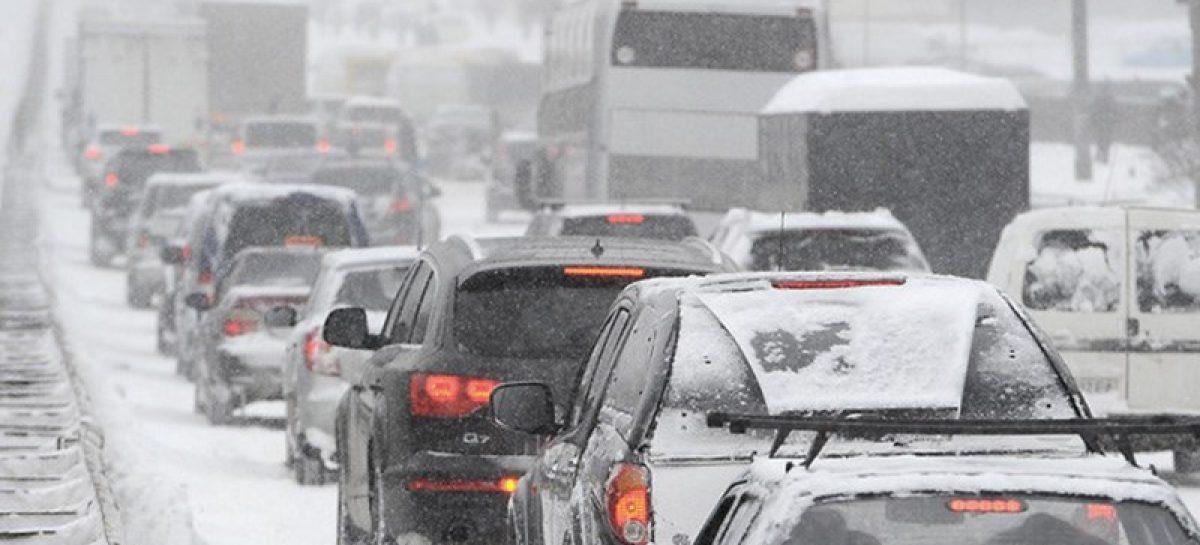 Московских водителей предупредили о метели и гололеде