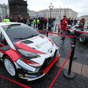 На Дворцовой площади можно сделать селфи с болидами Формулы-1 и ралли WRC