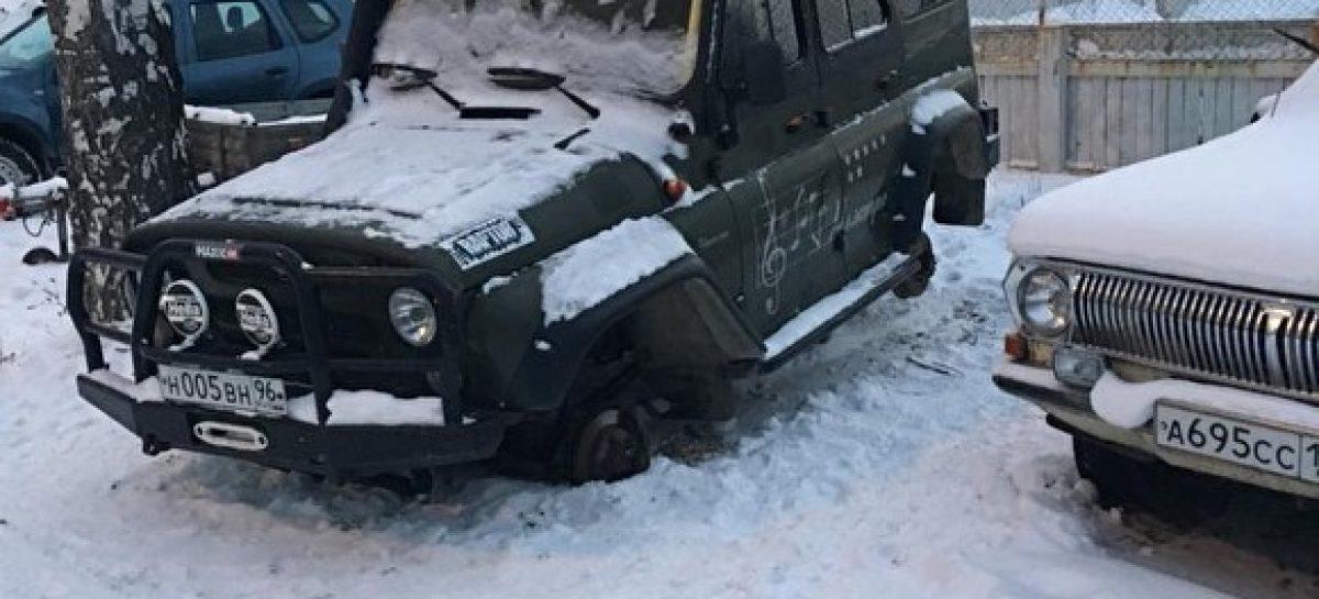 Владелец утверждает что на штрафстоянке в автомобиле заменили детали почти на 2 миллиона рублей
