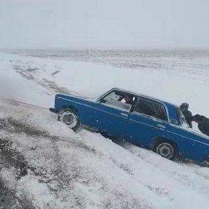 Патруль ГИБДД спас замерзающего водителя
