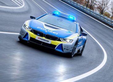 На базе гибрида BMW i8 построили патрульный автомобиль