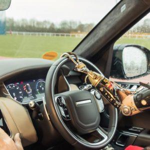 Jaguar Land Rover представляет технологию автоматического открывания дверей