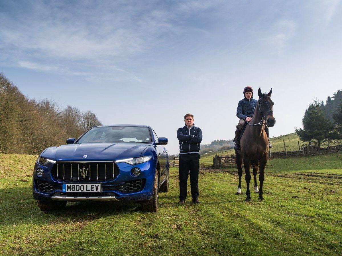 Машина и лошадь