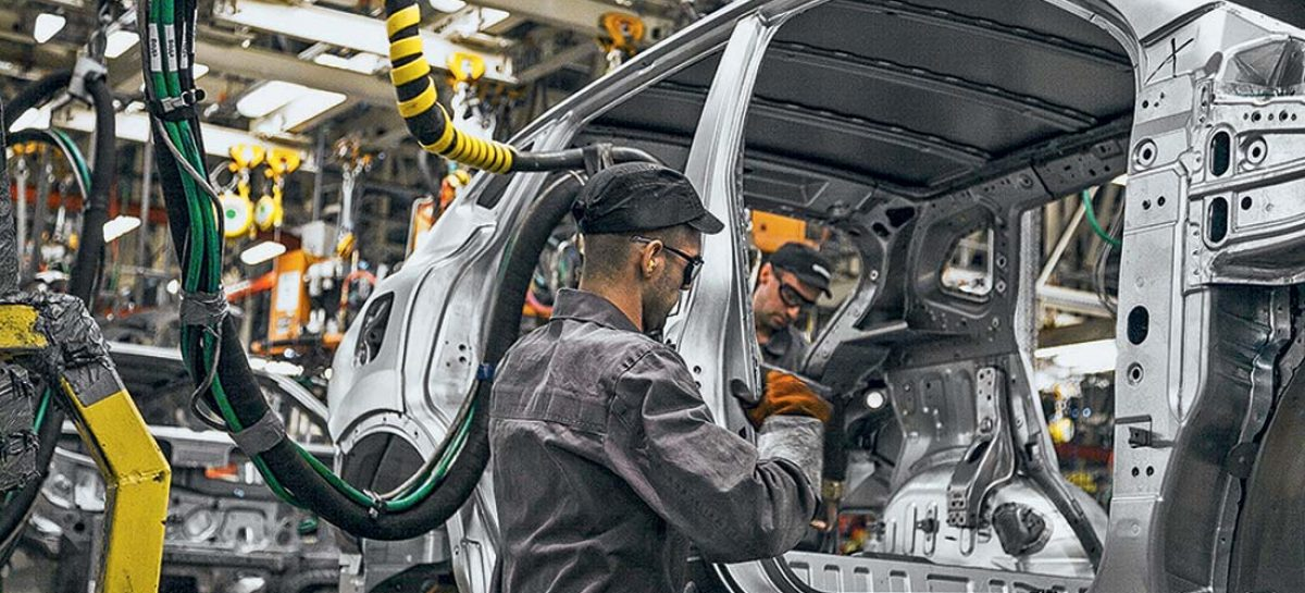 Nissan Motor сокращает производство в Китае