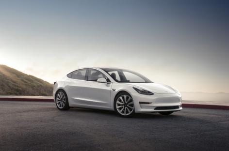 В Канаде Tesla без водителя, ехала по встречной полосе