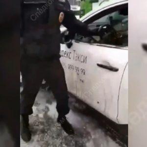 Таксист протащил по асфальту инспектора ДПС