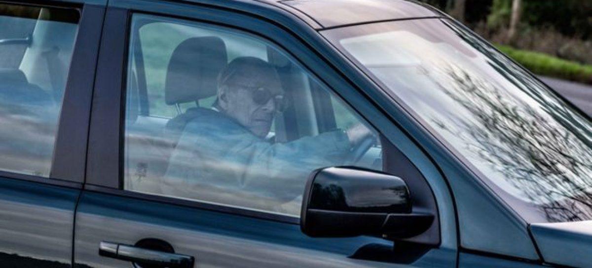 Супруг королевы Елизаветы IIчерез два дня после ДТП, снова сел за руль и непристегнулся