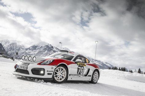 Демонстрационный заезд раллийного Porsche Cayman GT4 по снегу и льду