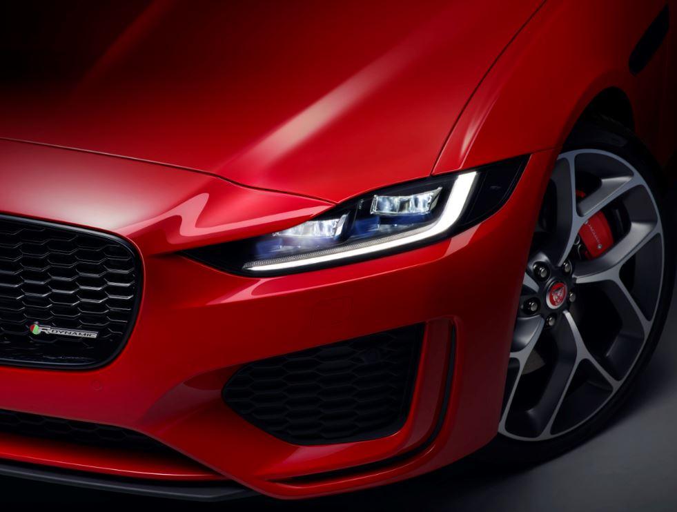 Jaguar XE 2020 (10)