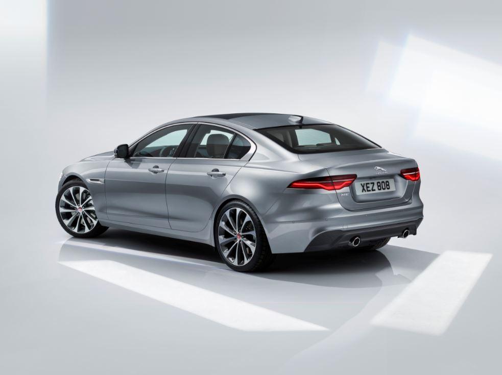 Jaguar XE 2020 (7)