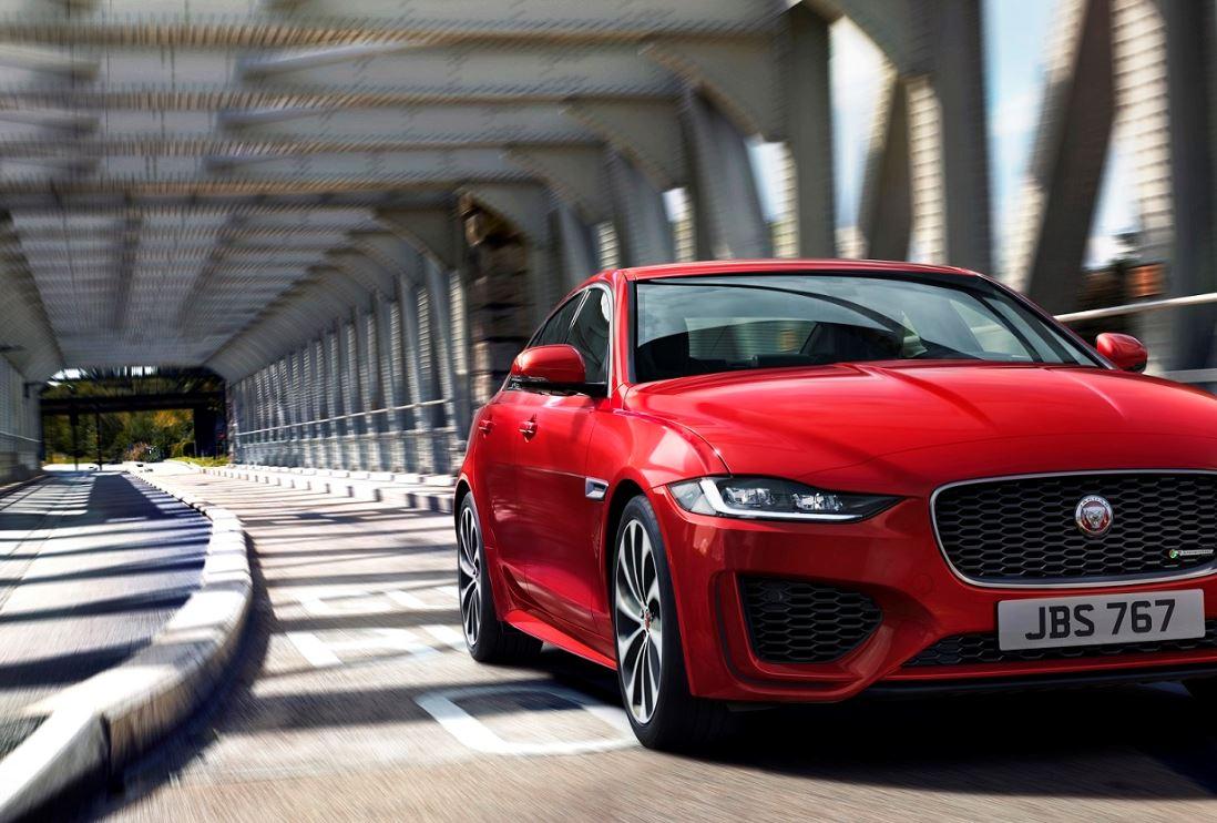 Jaguar XE 2020 (1)