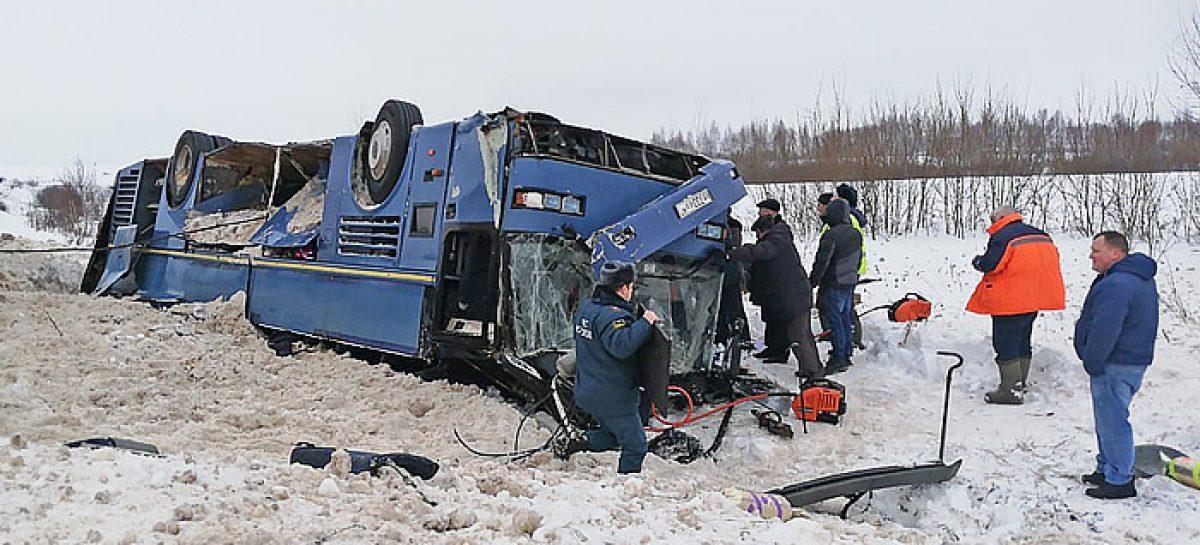 В Калужской области перевернулся автобус с детьми