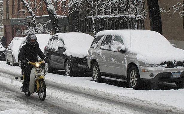 На-мотоцикле-зимой-по-городу
