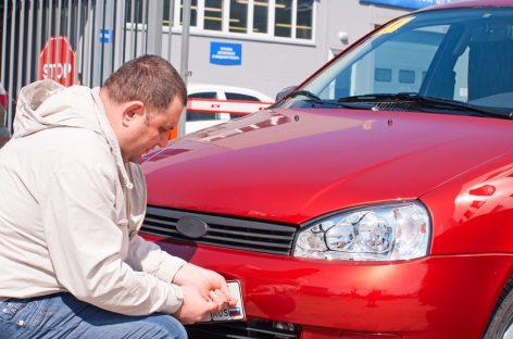 За припаркованные автомобили без номеров хотят штрафовать