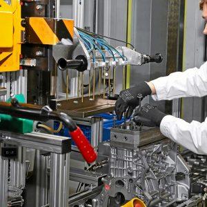 Volkswagen отмечает производство 400-тысячного двигателя на заводе в Калуге