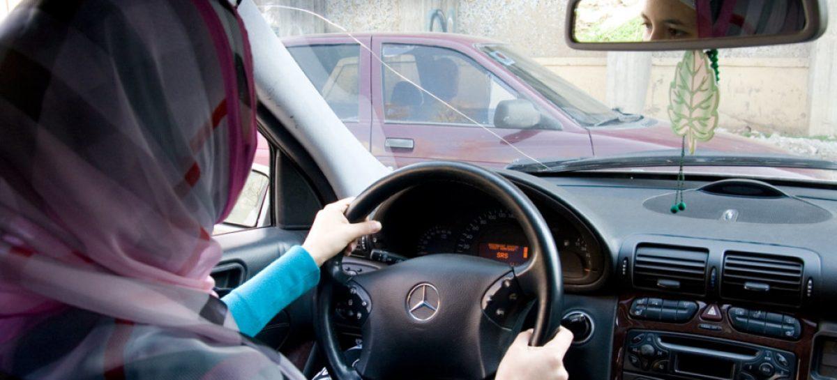 В Туркменистане у женщин массово отбирают водительские права