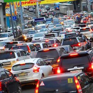 Автомобилисты России ежедневно проводят в пробках более 1 часа