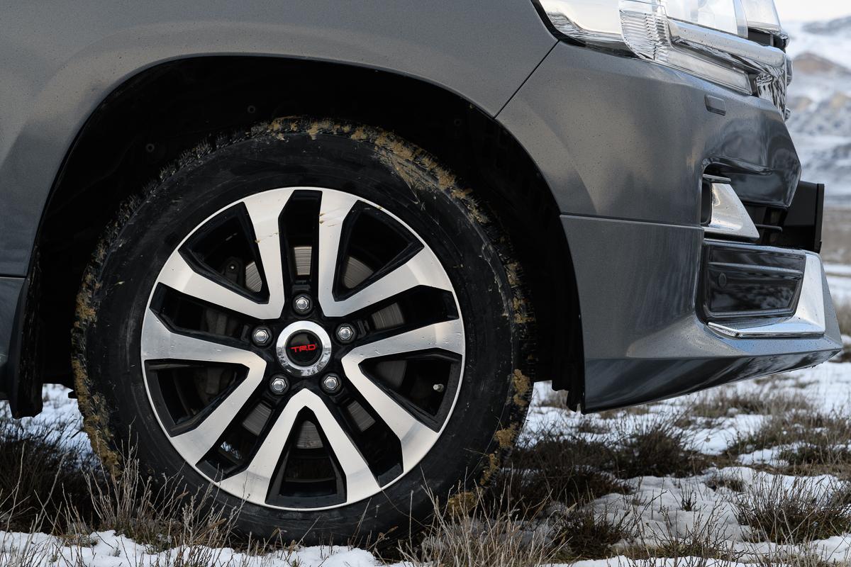 Агрессивное дизайнерское решение дисков Toyota Land Cruiser 200 в стиле TRD